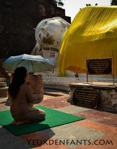 Ayutthaya - Recueillement bouddhiste