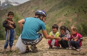 Des bonbons à partager... - Région de Kalaykhusayn - Tajikistan