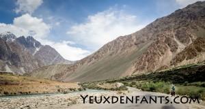 Entre Khorog et Murghab - Le long de la rivière à l'eau si limpide
