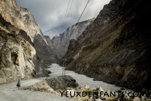 De Qalai Khum à Khorog - L'entrée dans les gorges venteuses